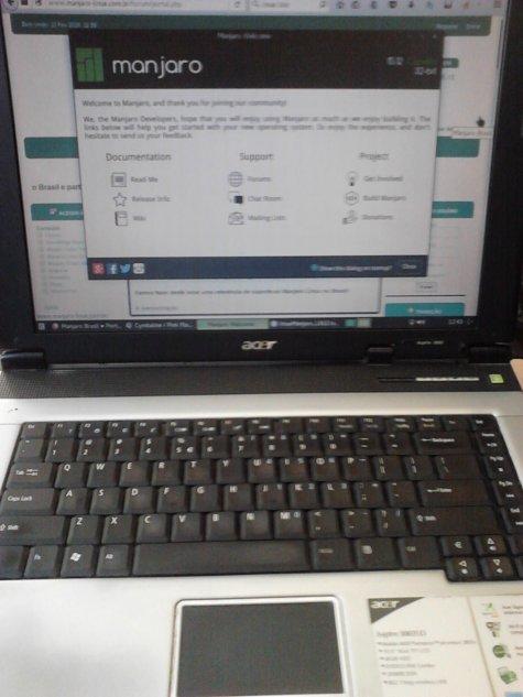 Acer Aspire 3200LCI com Manjaro Linux 15.12 xfce